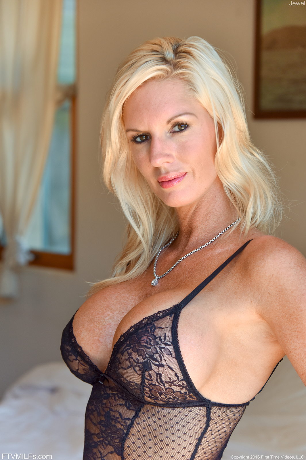 Sexy busty mom hottest webcam mom 10